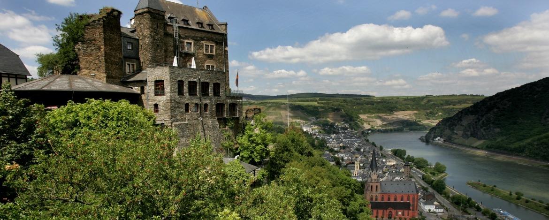 Blick auf Oberwesel mit Schönburg