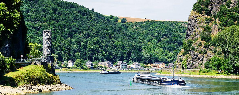 Signalstelle Rhein Sankt Goar  Loreley Fluss Lastkahn Rhein Hunsrück