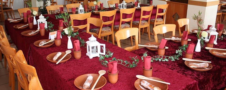 Ritterlich gedeckter Tisch