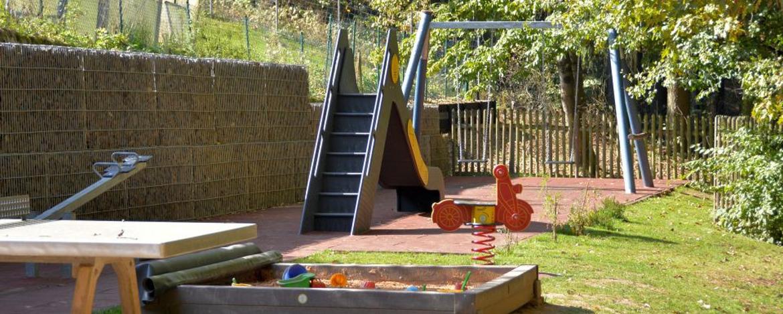 Spielplatz im Außenbereich der Jugendherberge Weiskirchen