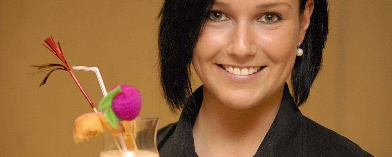 Frau mit Cocktail