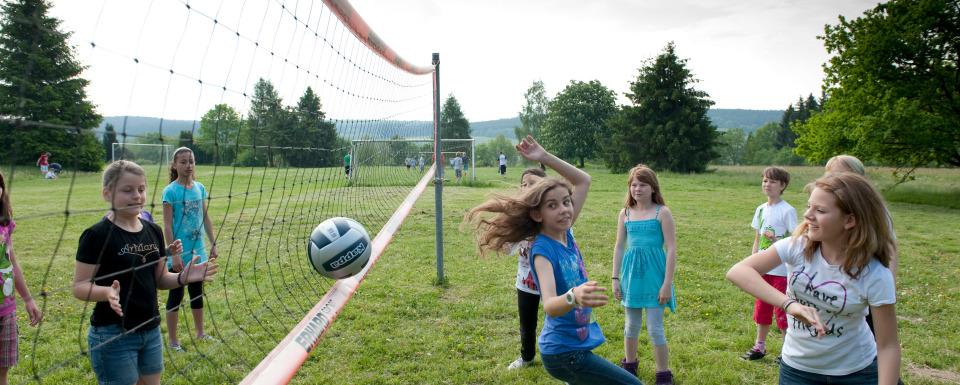 Junge im TreeRock-Kletterpark