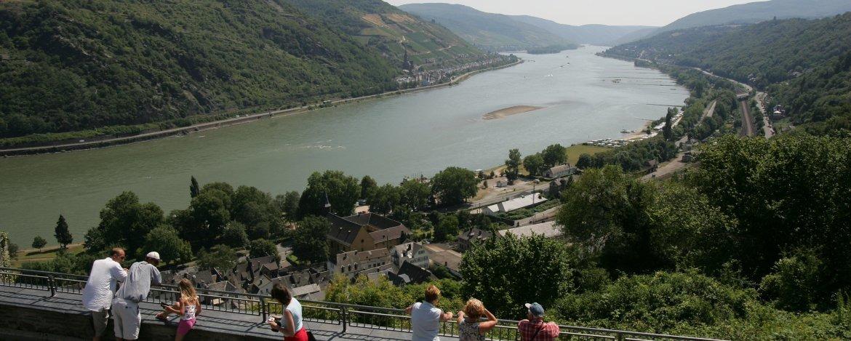 Ausblick ins Mittelrheintal von der Jugendherberge Burg Stahleck