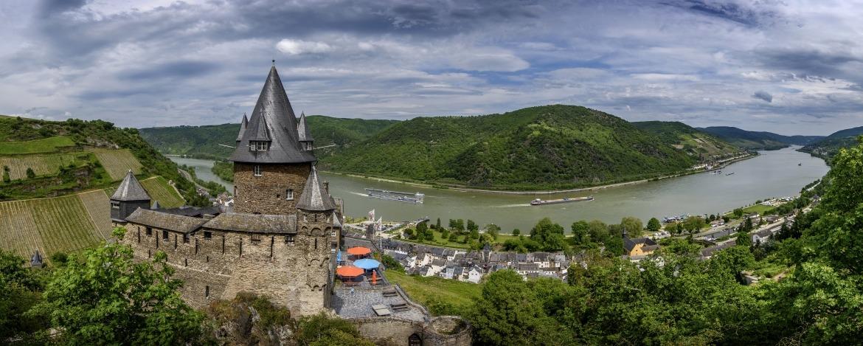 Blick auf Burg Stahleck mit Bacharach