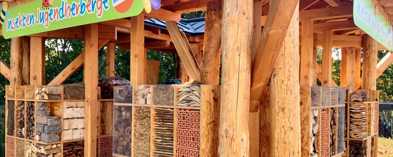 Schüler vor der Jugendherberge Bad Neuenahr-Ahrweiler