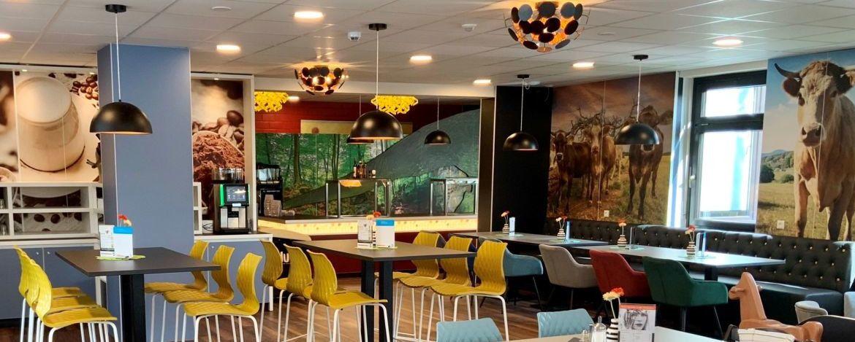 Festlich gedeckter Tisch in der Jugendherberge Bollendorf