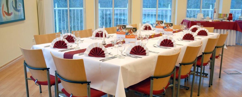 Festlich gedeckter Tisch in der Jugendherberge Cochem