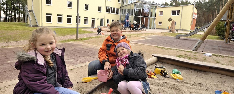 Kinder im Sandkasten der Jugendherberge Hochspeyer
