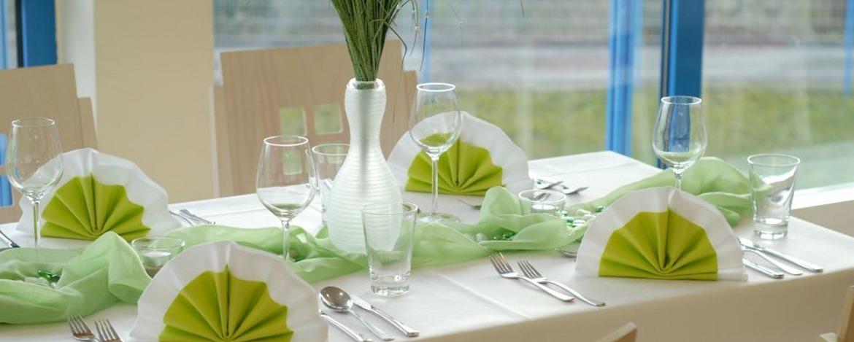 Festlich gedeckter Tisch in der Jugendherberge Homburg