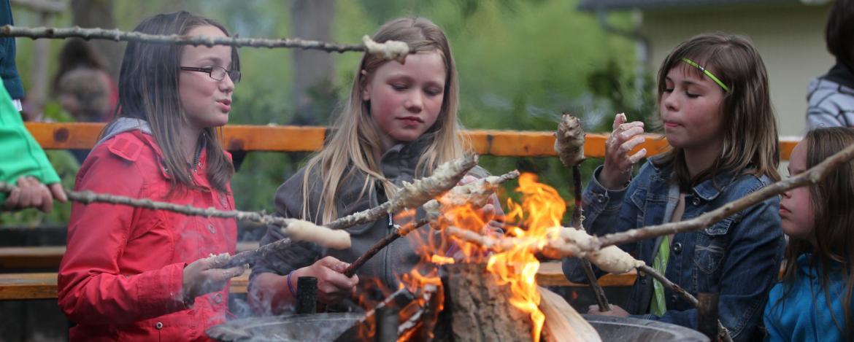 Lagerfeuer und Stockbrot