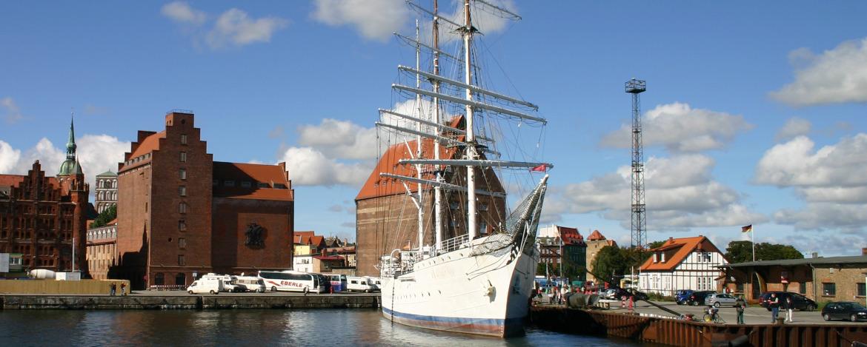 Ballspiel am Strand