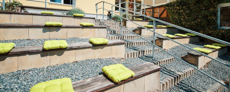 Jugendliche Musikgruppe auf der Dachterrasse der Jugendherberge Wernigerode