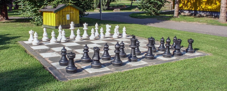 Unser großes Schachfeld auf dem Außengelände