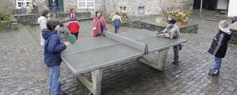 Tischtennisplatte an der Jugendherberge Burg Monschau