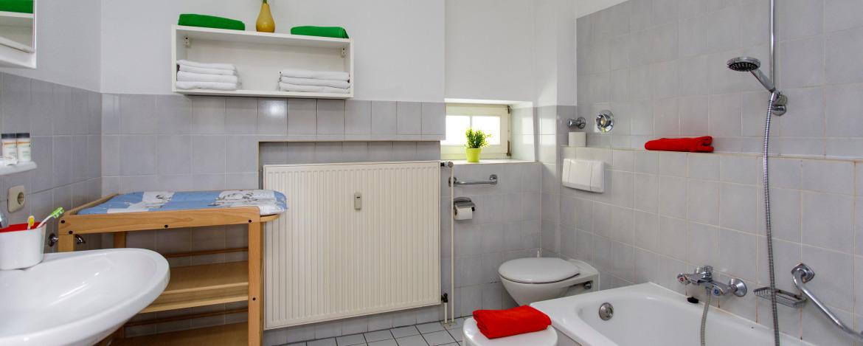Badezimmer einer Ferienwohnung in der Jugendherberge Burg Monschau