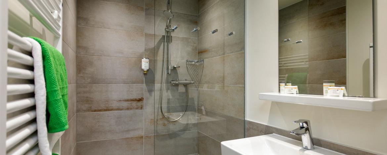 Badezimmer in der Jugendherberge Gemünd Vogelsang
