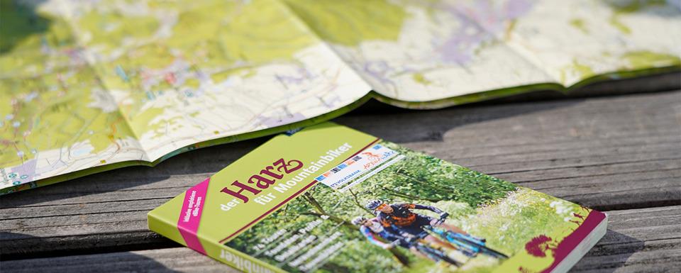 Mountainbiker mit Blick über den Harz
