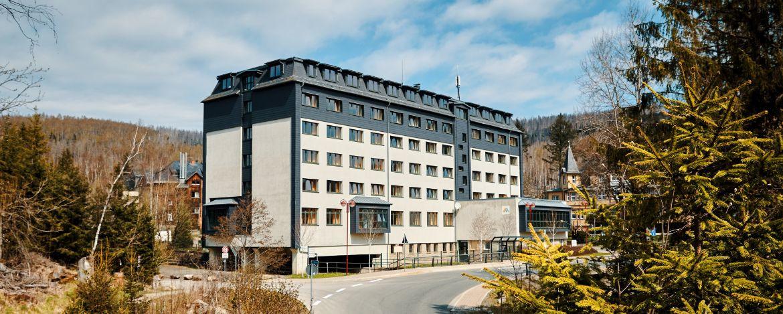 Eingang der Jugendherberge im Winter