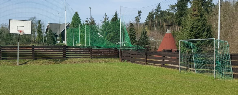Handball- und Basketballfeld