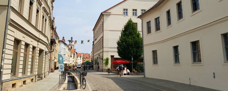 Flaniermeile direkt an der Jugendherberge (Gebäude rechts im Bild)