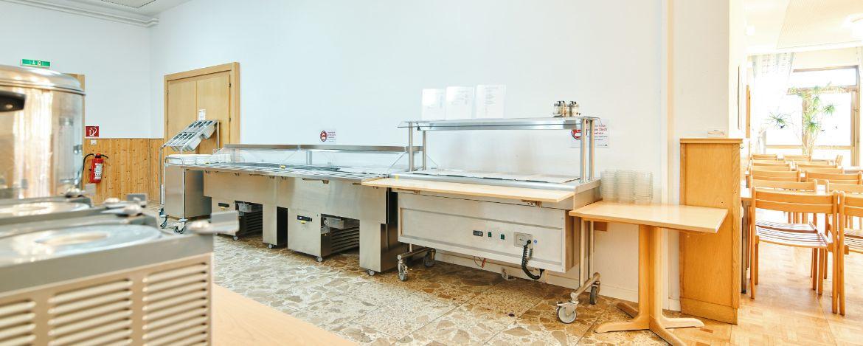 beim Essen im Speisesaal