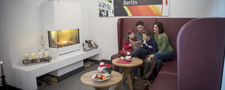 Gemütliche Kaminecke der Jugendherberge Berlin Ostkreuz
