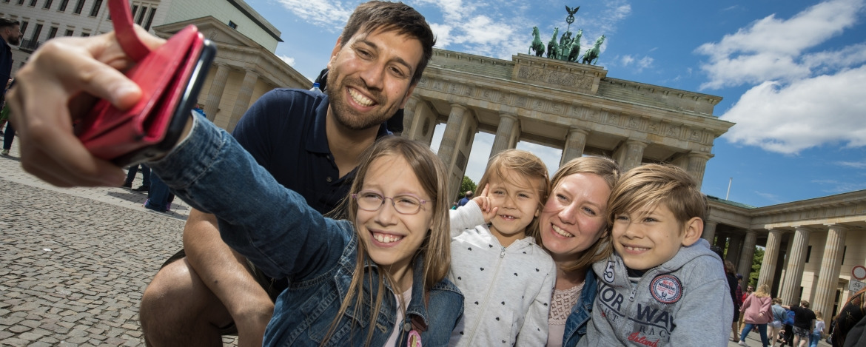 Familie am Brandenburger Tor