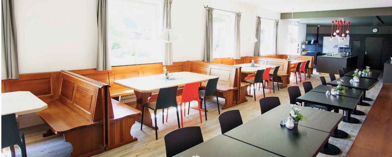Speisesaal in der Jugendherberge Kreuth