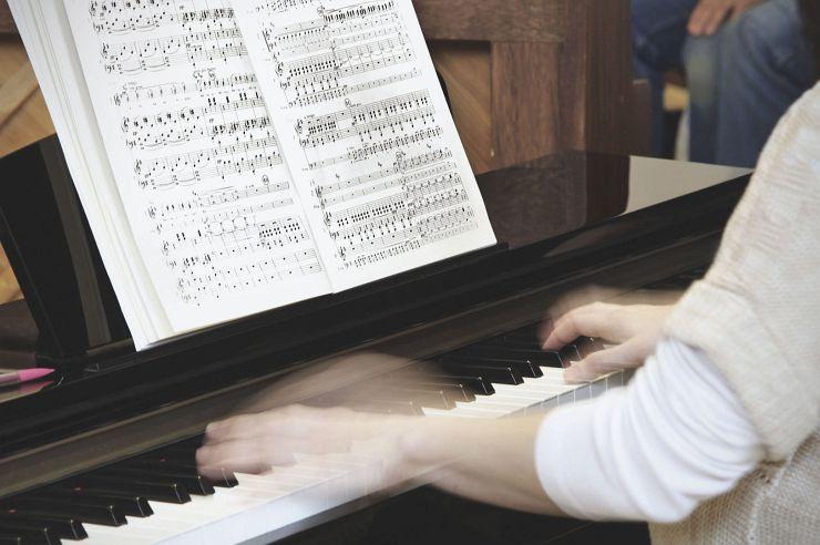 Klavierspiel in der Jugendherberge Brüggen