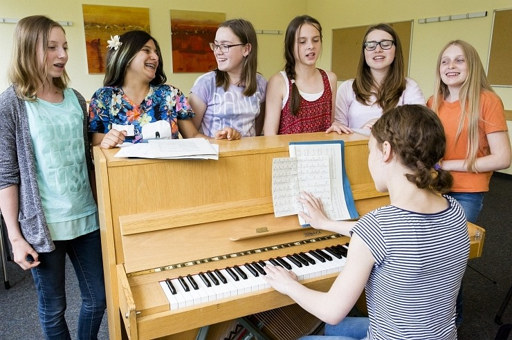 Chorprobe mit Klavierbegleitung in der Jugendherberge Bad Honnef
