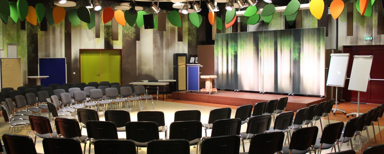 Seminare im Großen Saal in der Jugendherberge Urwald-Life-Camp Lauterbach