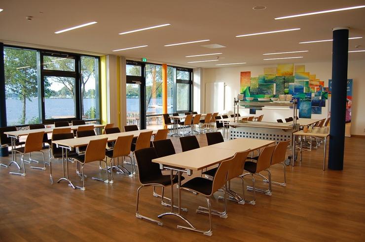 Seminarraum mit Blick auf den See