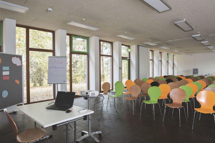Großer Seminarraum der Jugendherberge Panarbora