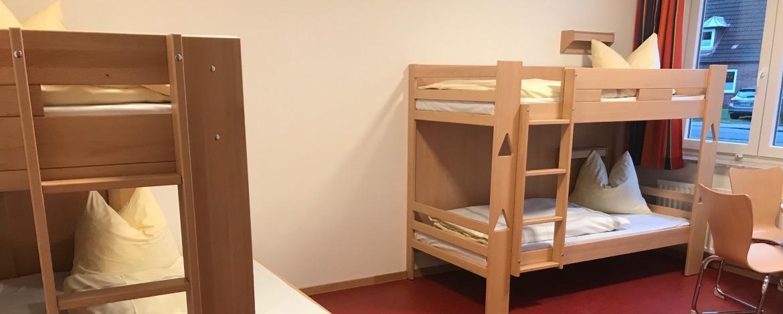 Moderne Mehrbettzimmer in der Jugendherberge Heide