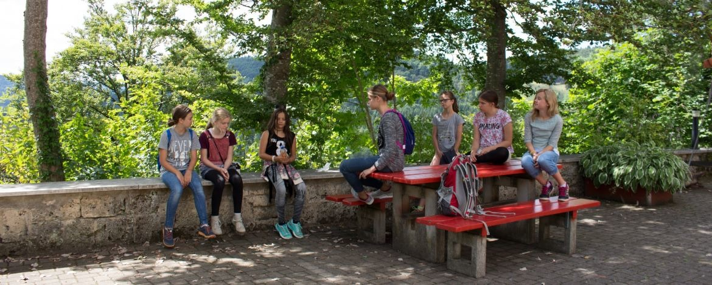 Pause vor der Jugendherberge Lochen