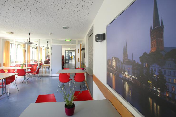 Schöner Sitzbereich der Jugendherberge Lübeck