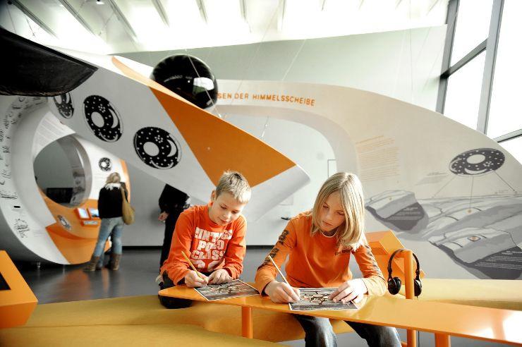 Kinder im erlebniszentrum Arche Nebra