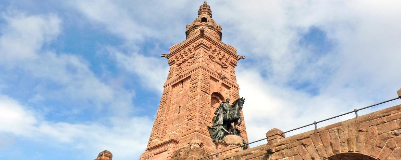 Kyffhäuserdenkmal oberhalb der Jugendherberge Kelbra