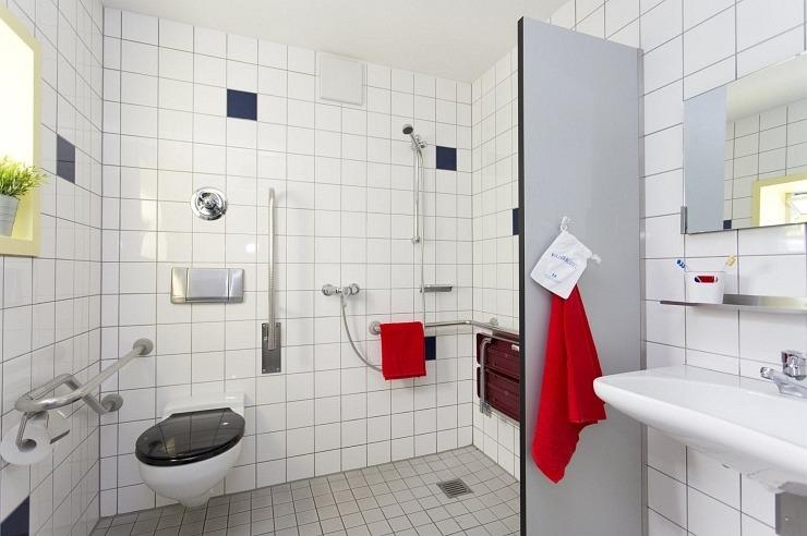 Badezimmer der Jugendherberge Aachen