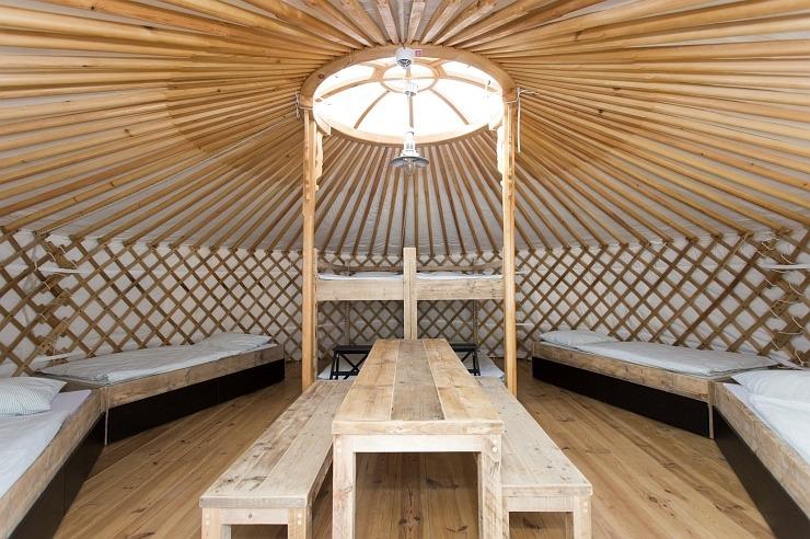 """Mehrbettzimmer in einer Jurte der Jugendherberge Waldbröl """"Panarbora"""""""