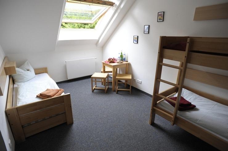 Dreibettzimmer der Jugendherberge Bad Honnef