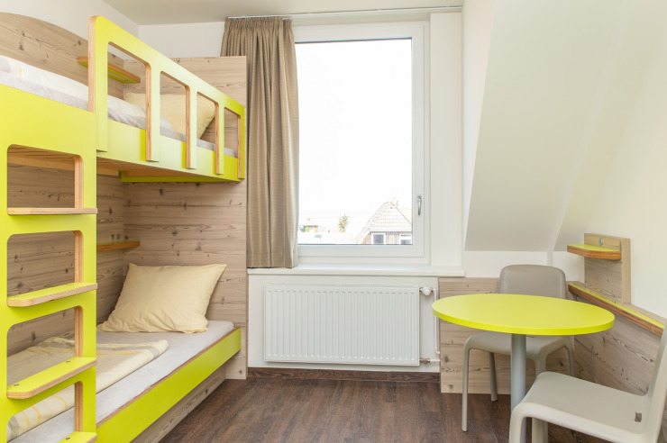 Moderne Zimmer der Jugendherberge Wittdün auf Amrum