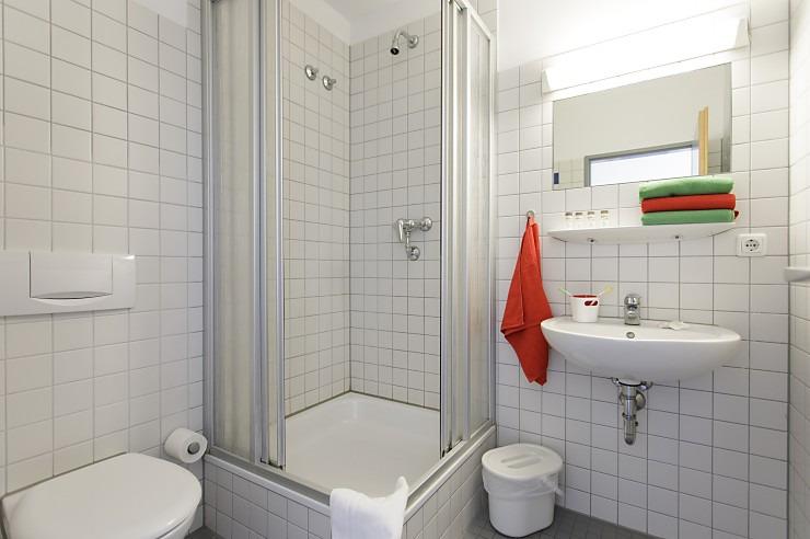 Badezimmer in der Jugendherberge Duisburg Landschaftspark.