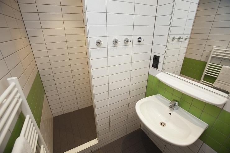 Badezimmer der Jugendherberge Duisburg-Sportpark