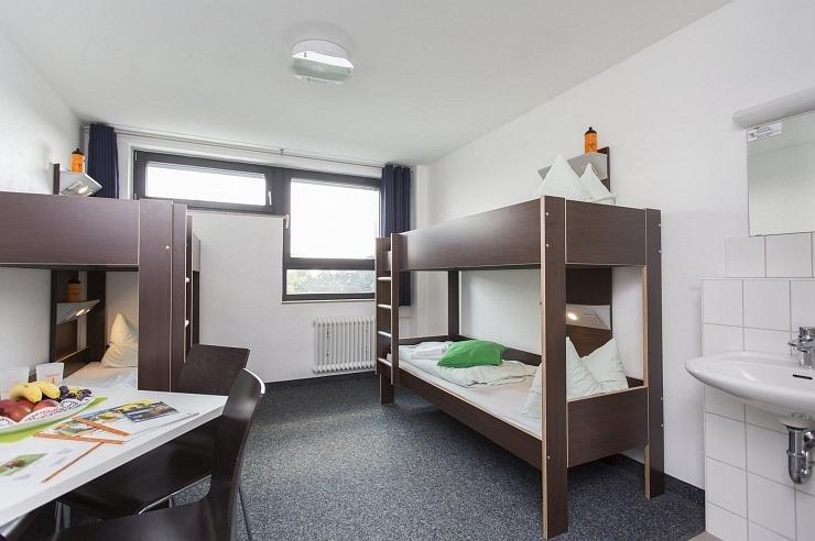 Mehrbett-/ Familienzimmer der Jugendherberge Köln-Riehl
