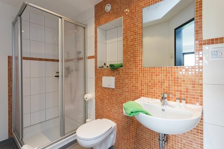Badezimmer der Jugendherberge Köln-Riehl