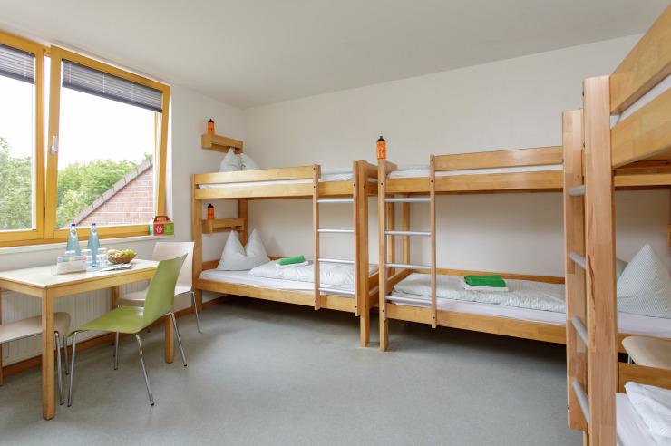 Sechsbettzimmer (Beispiel) der Jugendherberge Neuss-Uedesheim.