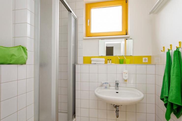 Badezimmer (Beispiel) der Jugendherberge Neuss-Uedesheim