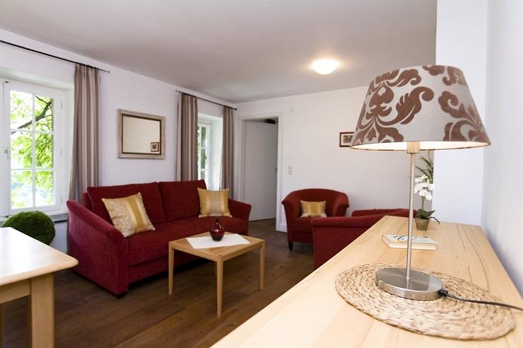 Wohnzimmer eines Apartments der Jugendherberge Blankenheim