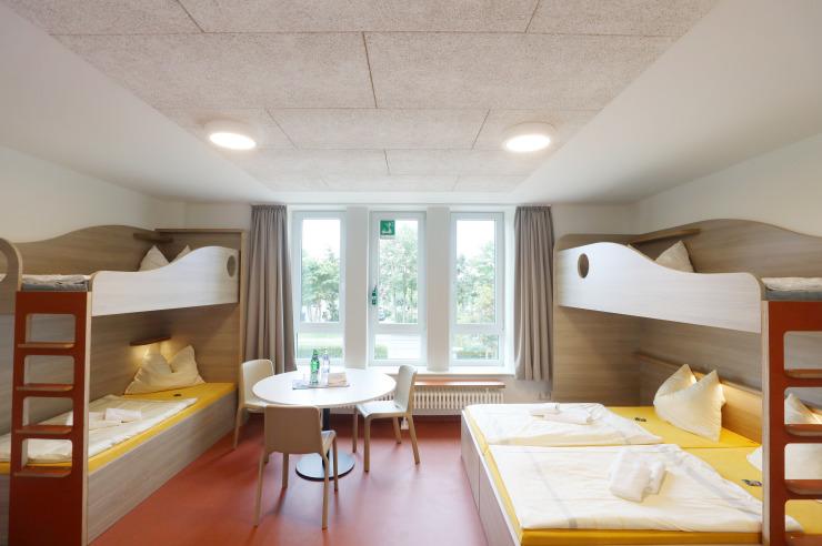 Neue und moderne Familienzimmer der Jugendherberge Büsum mit Dusche/Wc
